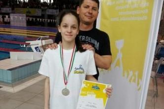 Bozán Hanna ezüstérmet szerzett az Országos Úszó Diákolimpián
